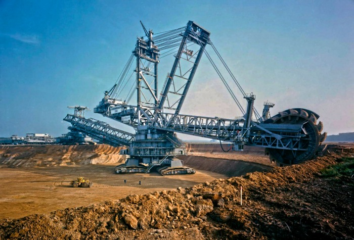 Bagger-293-German-Coal-Mining-Vehicle