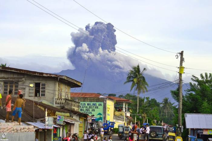 black bulusan-volcano-exlposion-3