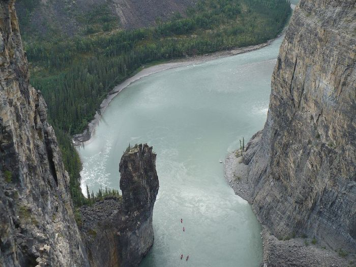 dead1024px-Nahanni_River_-_The_Gate