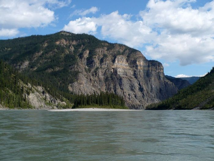 dead1024px-Nahanni_River_-_Third_Canyon