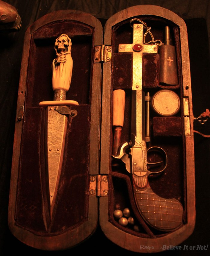 Vampire_Killing_Kit_With-Pistol-Package