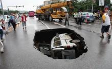 crocvan-in-hole_2242652k