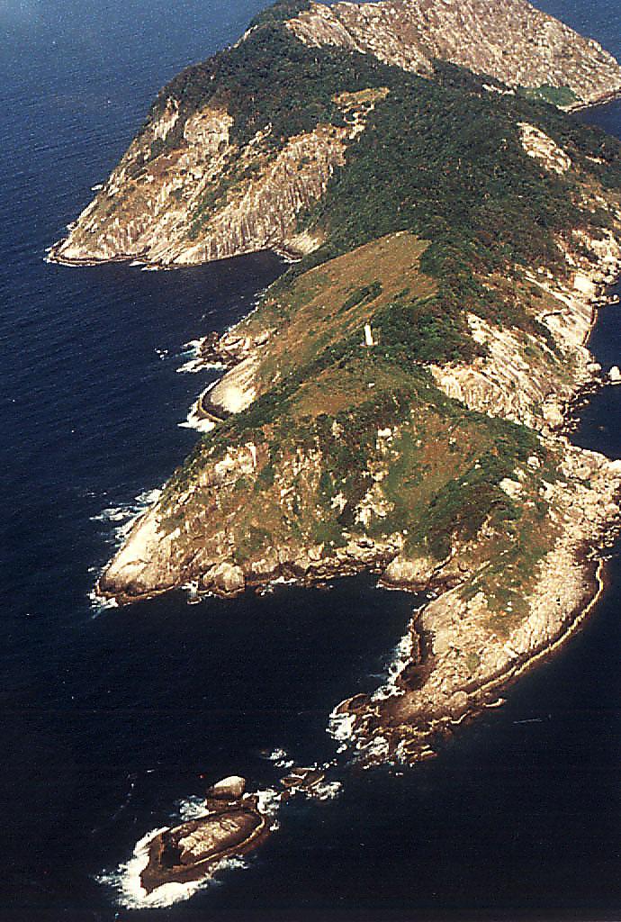 island Ilha_da_Queimada_Grande_-_Itanhaém3